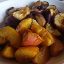 Baked peaches in sherry